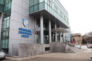 Angajaţii CJ Arad nu mai au acces la reţelele de socializare în instituţie