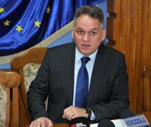Prefectul de Botoşani cere instituţiilor publice să ia măsuri pentru plata cu cardul a impozitelor şi taxelor