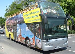 Autobuzul turistic supraetajat al Consiliului Judeţean Braşov, nefolosit de 4 ani, a fost scos din nou la vânzare