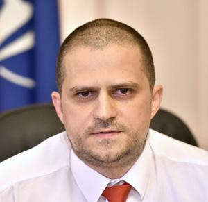 Ministrul Turismului solicită mutarea deciziei privind autorizaţiile şi licenţele la Consiliile judeţene