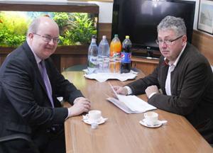 Ambasadorul Marii Britanii şi preşedintele CJ Bihor susţin menţinerea cursei aeriene Oradea-Londra