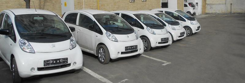 Primarul Sucevei a recepţionat 11 maşini electrice cumpărate cu fonduri elveţiene, intrate în parcul auto al municipalităţii