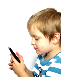 Mii de aplicații de pe dispozitivele mobile Android folosesc abuziv informaţii despre copii