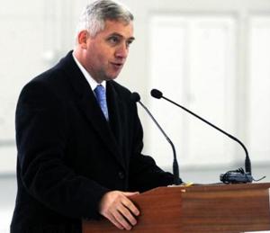 Adrian Ţuţuianu: Multe dintre neîmplinirile noastre ca stat sunt cauzate de nivelul redus de pregătire din administraţia publică