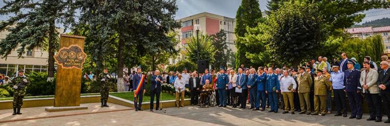 La Moinești a fost inaugurat Monumentul Centenarul României