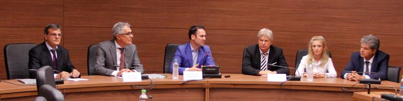 Dan Tudorache şi Robert Negoiţă au semnat un contract privind o staţie de sortare a deşeurilor din sectoarele 1 şi 3