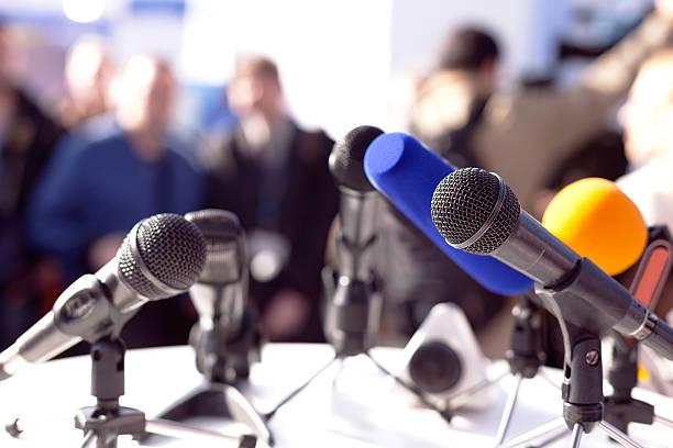Autorităţile publice ar putea fi obligate să organizeze o dată pe lună conferinţe de presă