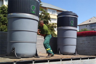 A început montarea containerelor de deşeuri semi-îngropate în municipiul Suceava