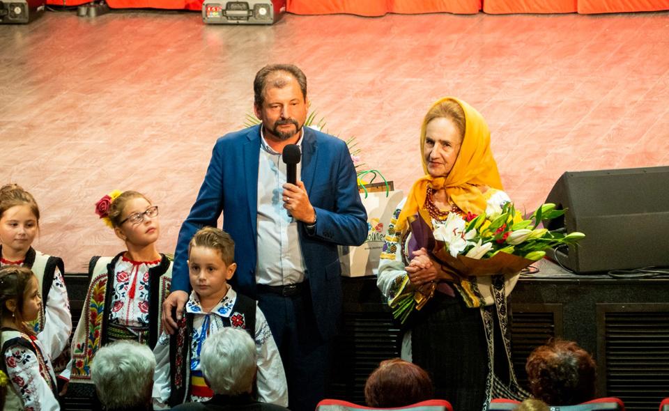 Sofia Vicoveanca a cântat la Moinești, de Ziua Internațională a Persoanelor Vârstnice
