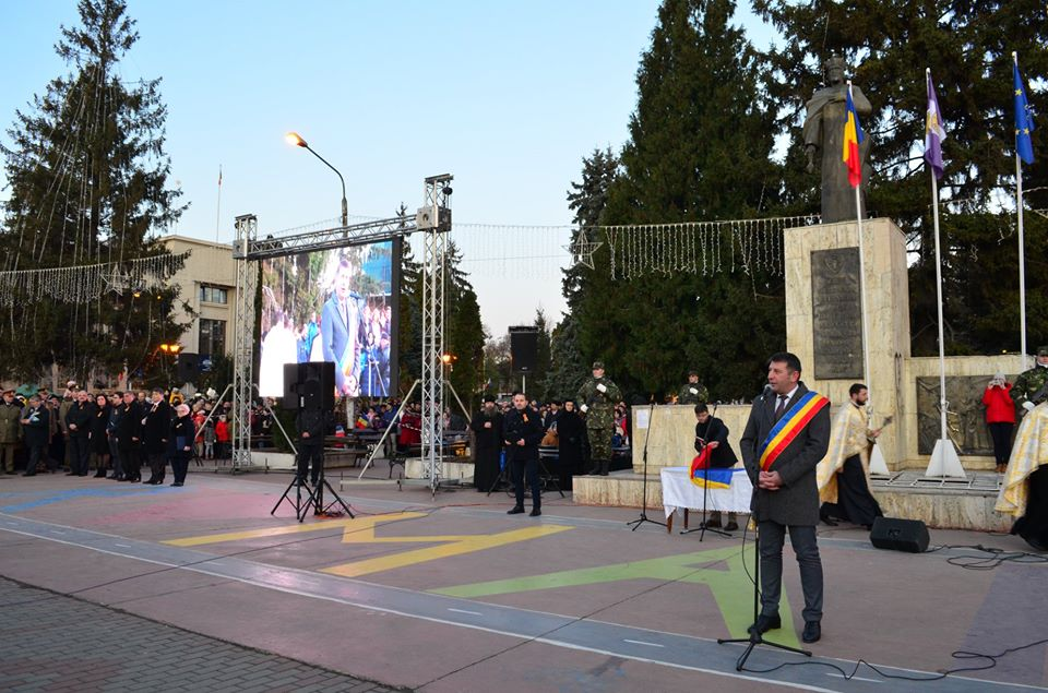 Peste 8.000 de romașcani au participat la parada de 1 Decembrie