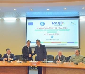 La Braşov a fost semnat contractul de finanţare pentru proiectul privind achiziţia a 25 de troleibuze şi 10 autobuze hibrid