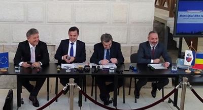 Contracte ce atrag fonduri europene de zeci de milioane de euro, semnate la Alba Iulia