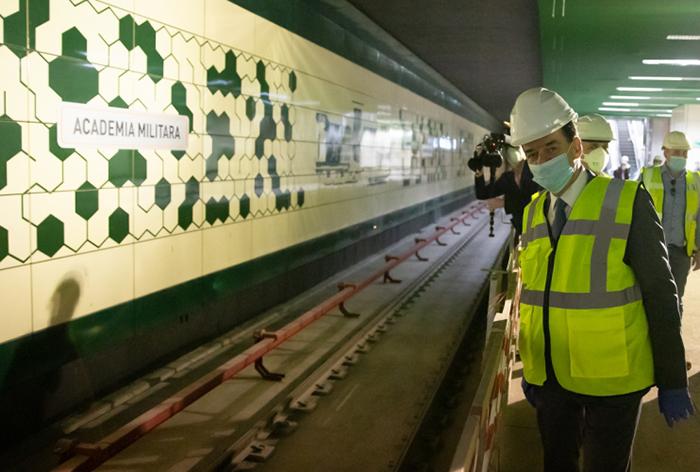 Premierul a primit asigurări că 30 iunie rămâne termenul de punere în circulaţie a Magistralei M5 de metrou