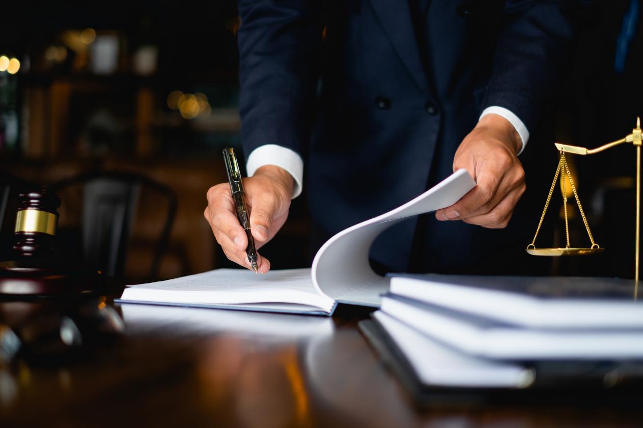 Lege promulgată: Unităţile administrativ-teritoriale sunt incluse în categoria beneficiarilor muncii prestate de zilieri