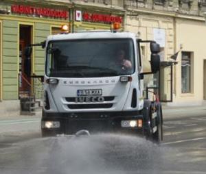 Operatorii de salubrizare ar putea fi obligaţi să spele străzile în zona centrală a Capitalei minim o dată pe zi