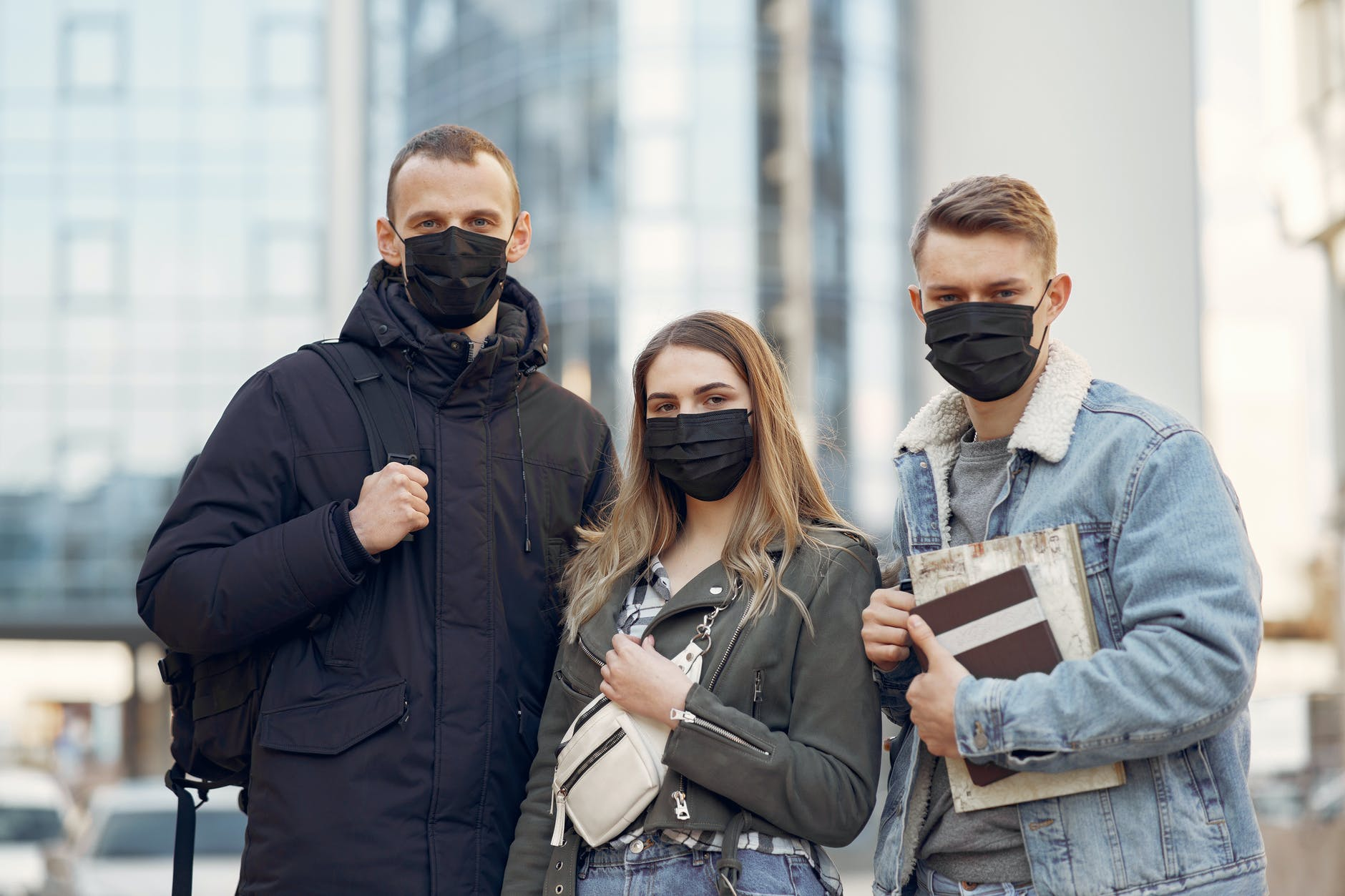 CJSU Iaşi a decis obligativitatea purtării măştii de protecţie în spaţiile publice deschise, în următoarele două săptămâni