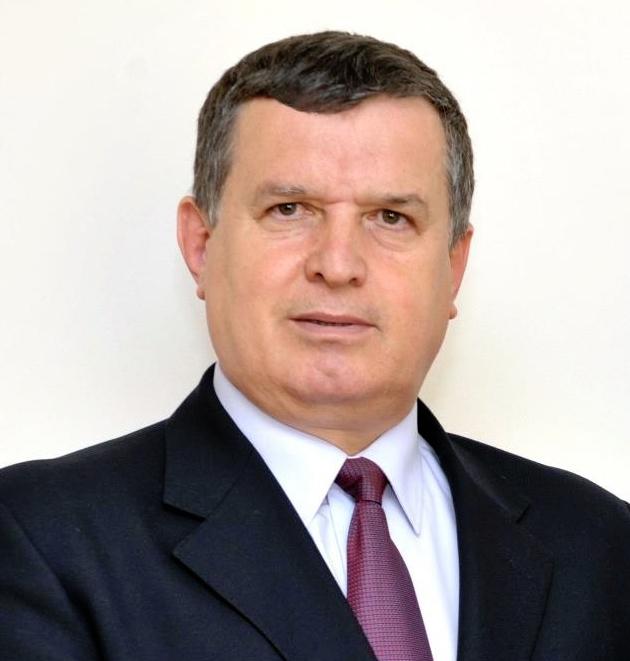 Primarul municipiului Râmnicu Vâlcea, Mircia Gutău, aflat la al patrulea  mandat, a fost învestit în funcţie
