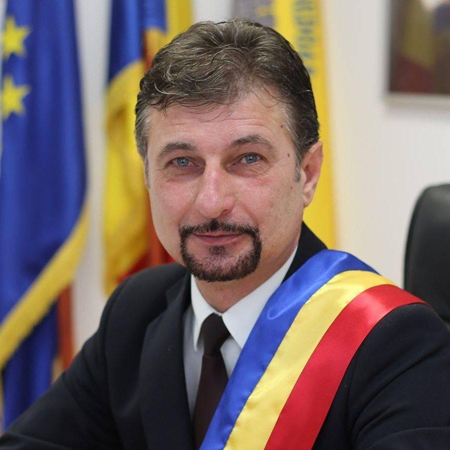 """Primarul municipiului Hunedoara acuză Guvernul că """"împarte bani total discreţionar"""""""