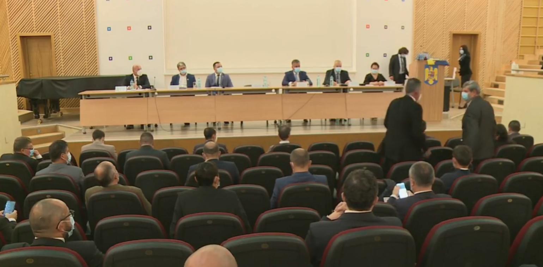Noul Consiliu Judeţean Braşov s-a constituit în prezenţa premierului Ludovic Orban