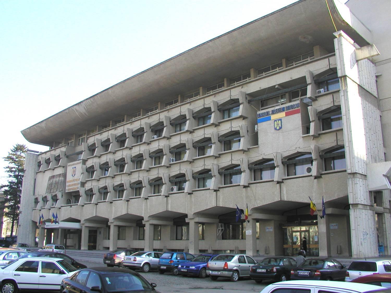 Tribunalul respinge acţiunea Prefectului de Botoşani prin care a fost contestat bugetul de drumuri adoptat de CJ