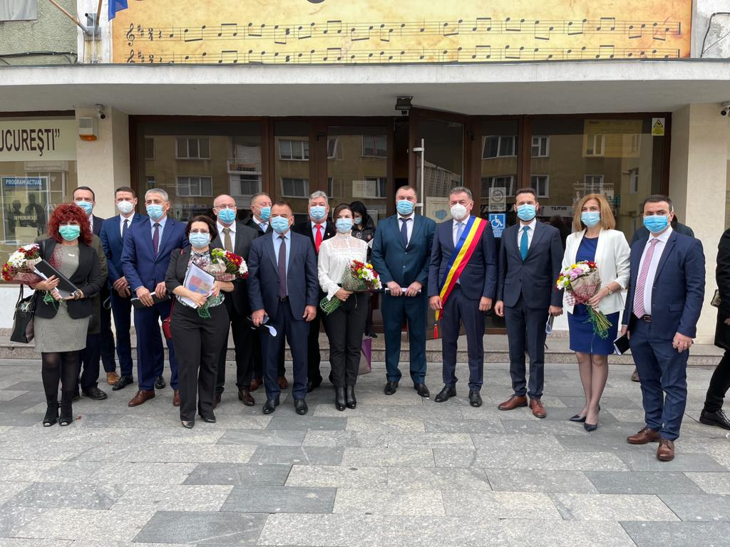 Primarul ales al municipiului Piteşti şi noii consilieri locali au depus jurământul