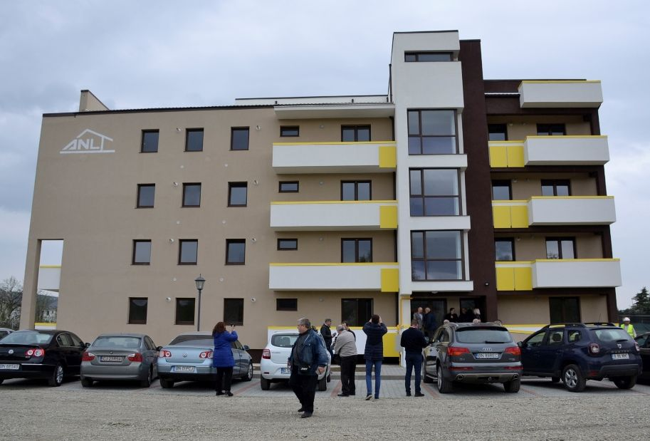 Peste 20 de locuinţe de serviciu pentru specialiştii din administraţie, recepţionate de ANL în municipiul Bistriţa