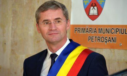 Primarul din Petroşani cere demisia prefectului şi directorului DSP, după ce municipiul a intrat în carantină