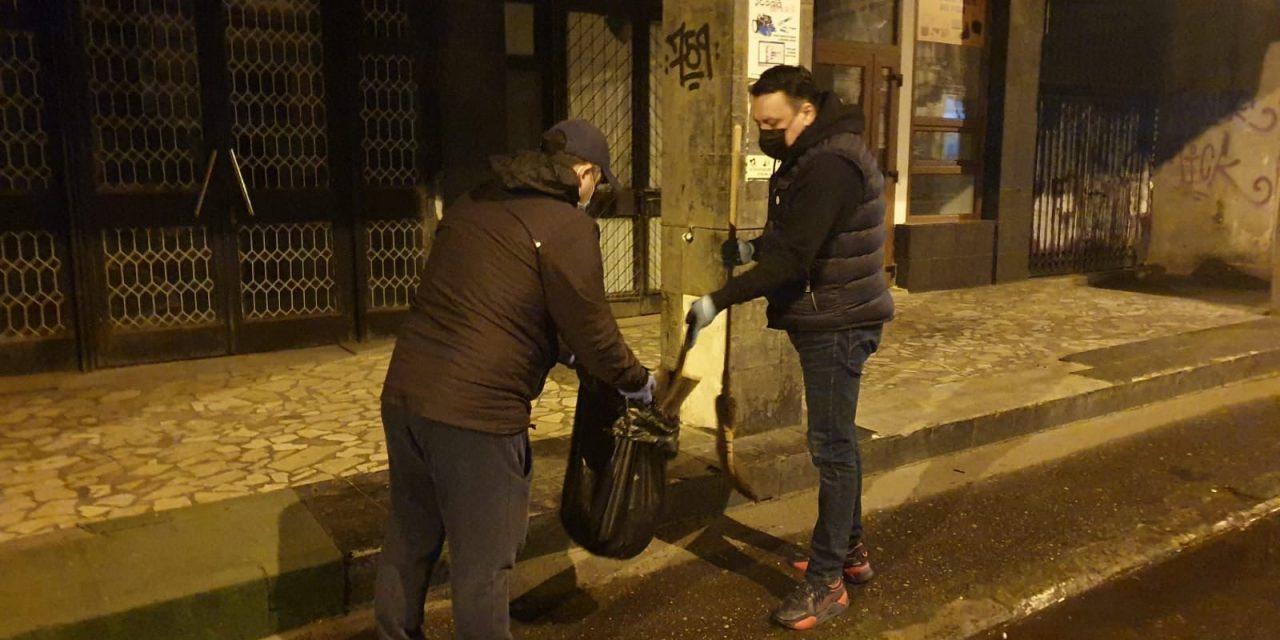 Primăria Ploieşti, sancţionată cu avertisment după acţiunea de voluntariat pentru curăţarea străzilor de deşeuri