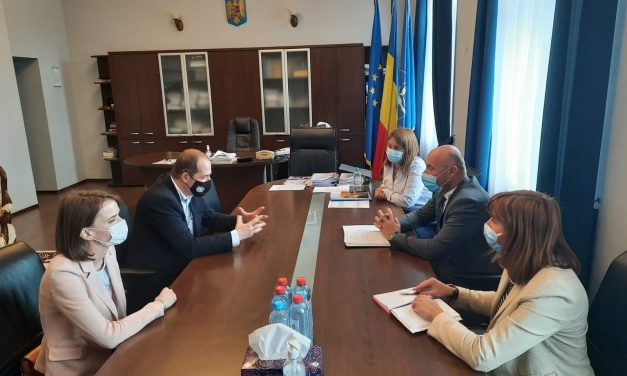 """Oportunităţile proiectului european """"Includ-EU"""", prezentate autorităţilor locale din judeţul Braşov"""
