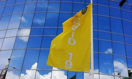 Primăria Ploieşti arborează un 'steag COVID' care indică scenariul la nivelul oraşului în funcţie de rata de infectare