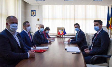 Posibilitatea investiţiilor în noile parcuri industriale din judeţ, discutată de şeful CJ Maramureş cu ambasadorul Poloniei