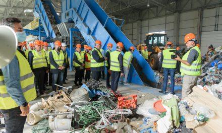 Primarii ieșeni au vizitat Centrul de management al deşeurilor din Ţuţora, pentru a conştientiza importanţa colectării selective