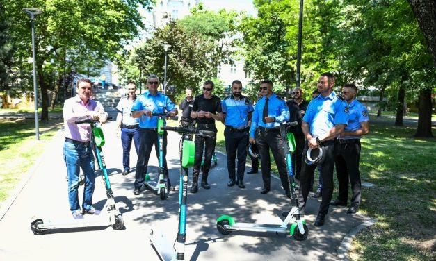 Poliţiştii locali din municipiul Arad au primit trotinete electrice pentru intervenţii