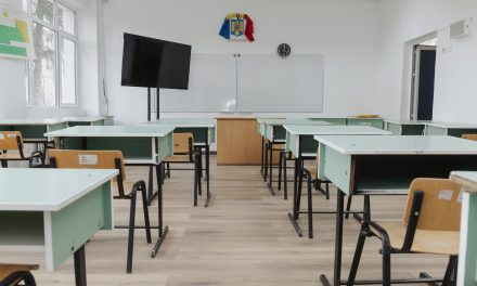 Tabletele şi sistemele digitale cumpărate de Primăria Iaşi pentru şcoli, decontate din fonduri europene