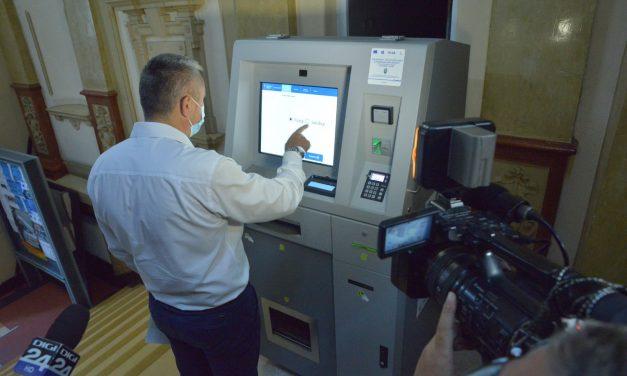 """Primăria Braşov a pus în funcţiune un """"funcţionar electronic"""", cu care cetăţenii pot şi  să plătească taxe, impozite şi amenzi"""