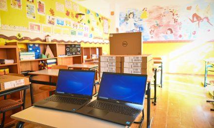 Primăria Sibiu susţine că a cumpărat laptopuri şi camere web suficiente pentru cursuri online în fiecare clasă