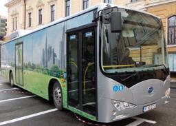 Primarul Emil Boc anunţă achiziţia a 30 de autobuze electrice cu 15 milioane de euro