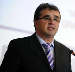 Marian Oprişan apreciază că un preşedinte de CJ sau un primar de municipiu reşedinţă de judeţ ar trebui să câştige 15.000 de lei lunar