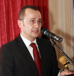 Prefectura Bihor anunţă introducerea unui serviciu de programări online pentru înmatriculări auto şi paşapoarte