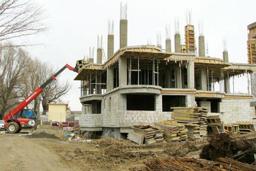 Executarea unor lucrări de construcţie fără autorizaţie ar putea râmâne nepedepsită