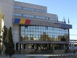 Primăria Suceava îngheaţă angajările; 84 de posturi vacante rămân neocupate